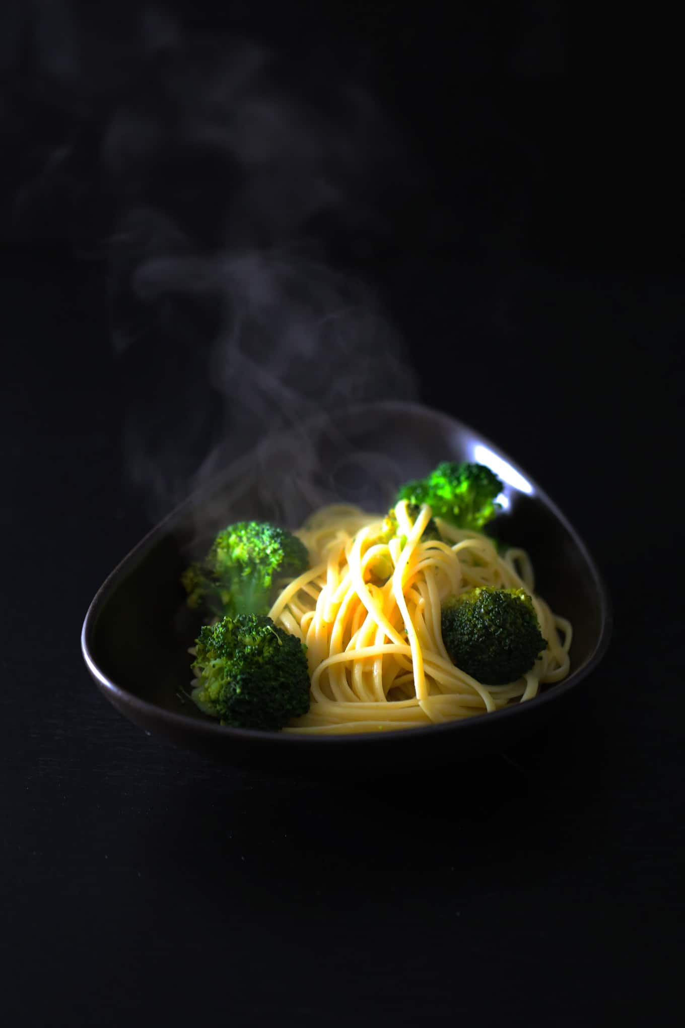lemon garlic sauce with broccoli and pasta
